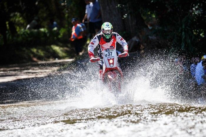 Dário Júlio, piloto da Honda Racing Rally Team, na etapa entre Rosário e San Luis (ARG) do Dakar 2014 - Crédito: Vinicius Branca/VIPCOMM
