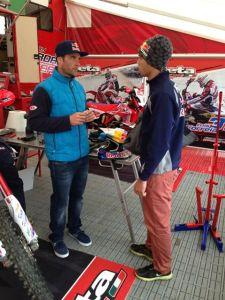 O  bicampeão mundial Johnny Aubert conversando com o campeão brasileiro  - Divulgação/Y.Sports