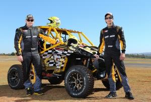 Deninho (E) e Shiga (D) estão na briga pela vitória desta 22ª edição do Rally dos Sertões