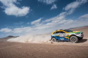 """Os brasileiros Guilherme Spinelli e Youssef Haddad, da Equipe Mitsubishi Petrobras: """"O importante é ter um pouco mais de cuidado e também sorte. Para andar na frente no Dakar, não dá para poupar nunca"""", afirma Spinelli."""