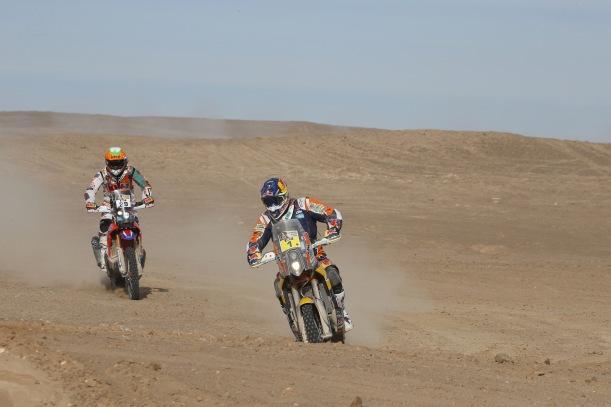 Coma continua na liderança, com sua KTM à frente da Honda - Crédito: Frederic Le Floch/DPPI