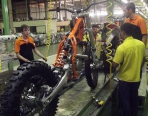 Linha de produção da KTM em Manaus - Crédito: Divulgação/KTM do Brasil