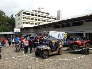 Pilotos e organizadores fizeram visitas às escolas da cidade - Crédito: Divulgação