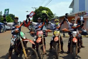 Equipe Orange BH KTM Racing, maior vencedora do Enduro em 2015 - Crédito: Janjão Santiago